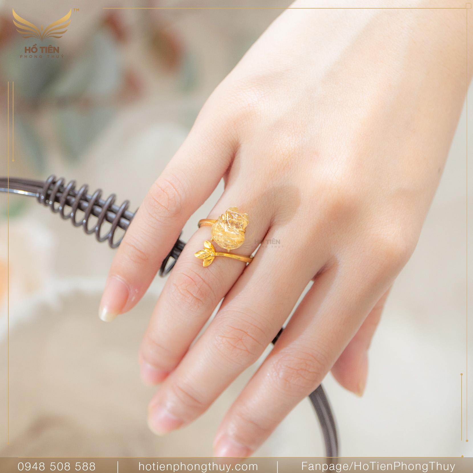 đeo nhẫn phong thủy MỆNH KIM
