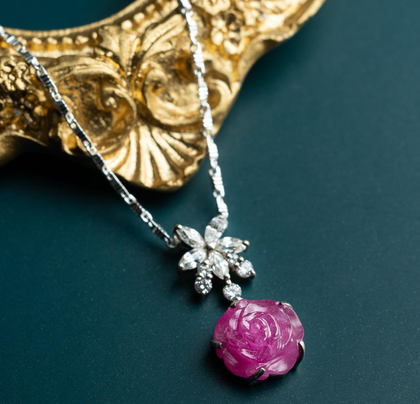 Nhẫn hoa mẫu đơn ruby