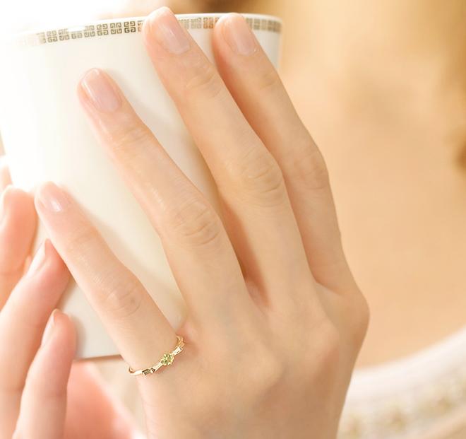 đeo nhẫn ngón út