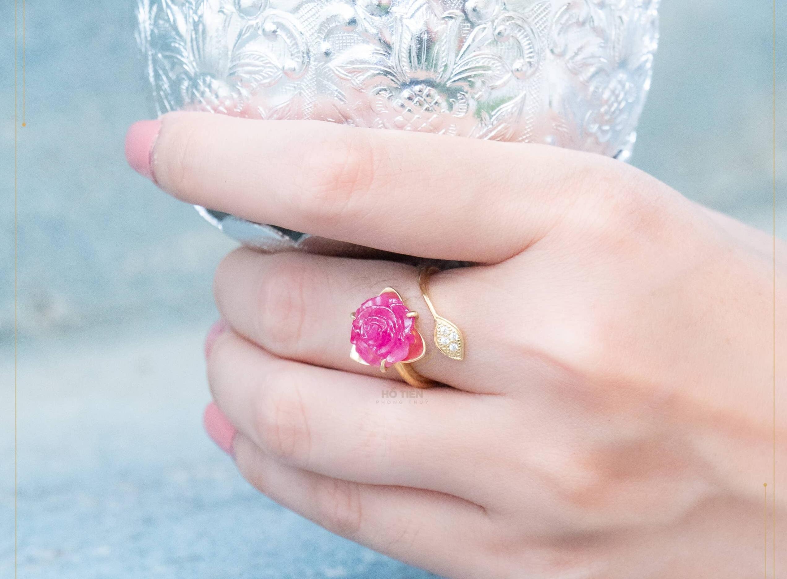 Nhẫn phong thủy hoa mẫu đơn ruby