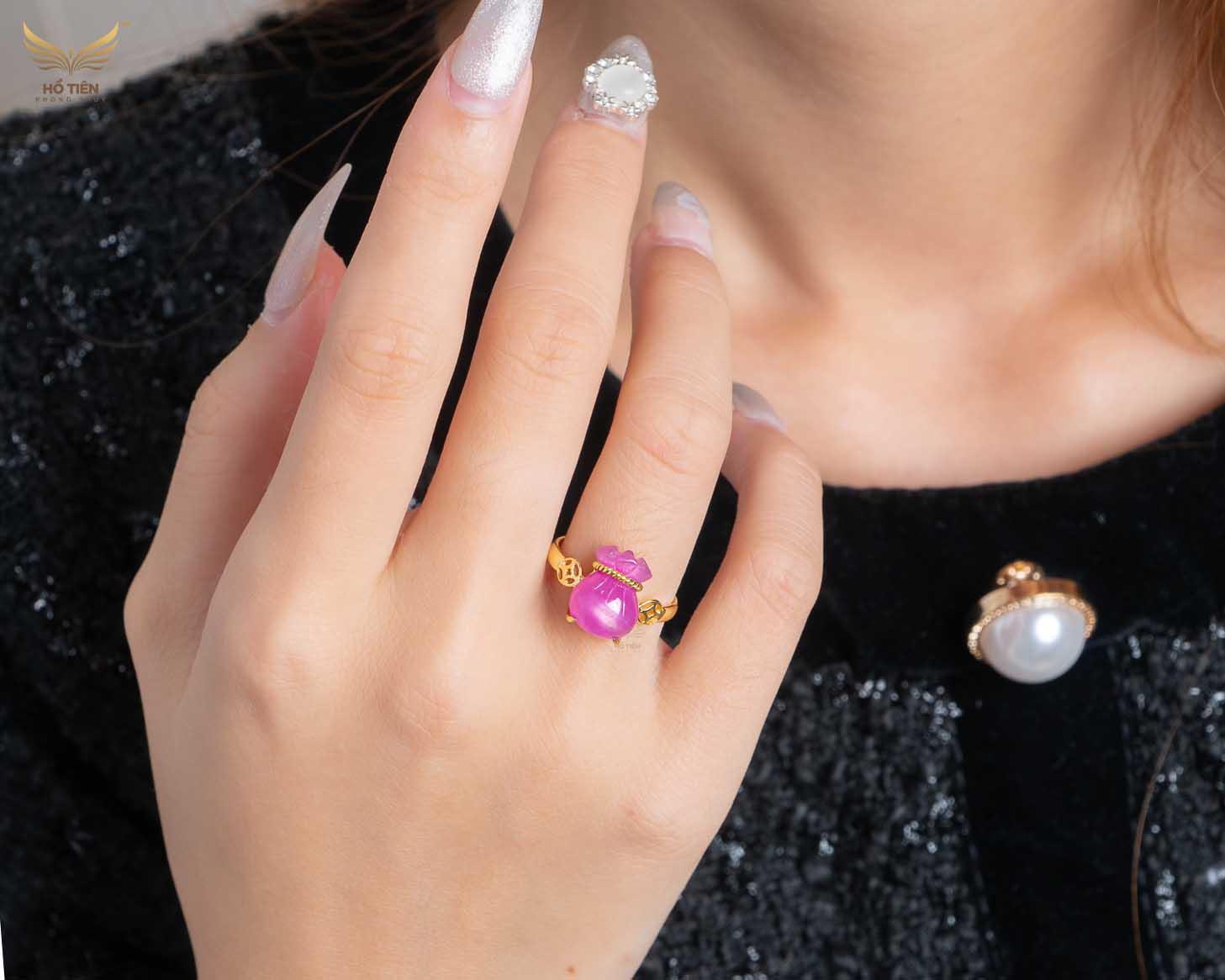 Nhẫn túi tiền đá Ruby hồng