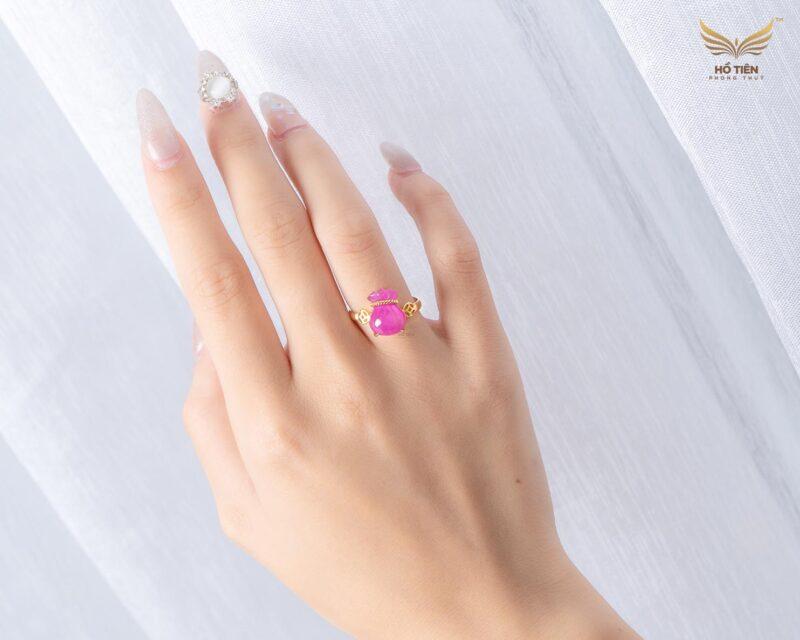 Ảnh thực tế nhẫn túi tiền đá Ruby hồng đẹp tại HCM