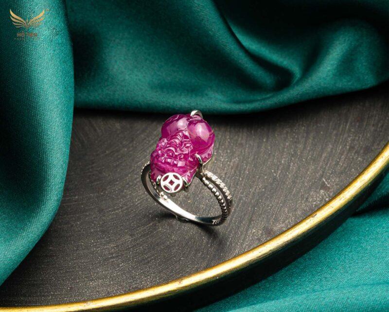 Nhẫn tỳ hưu đá ruby hồng