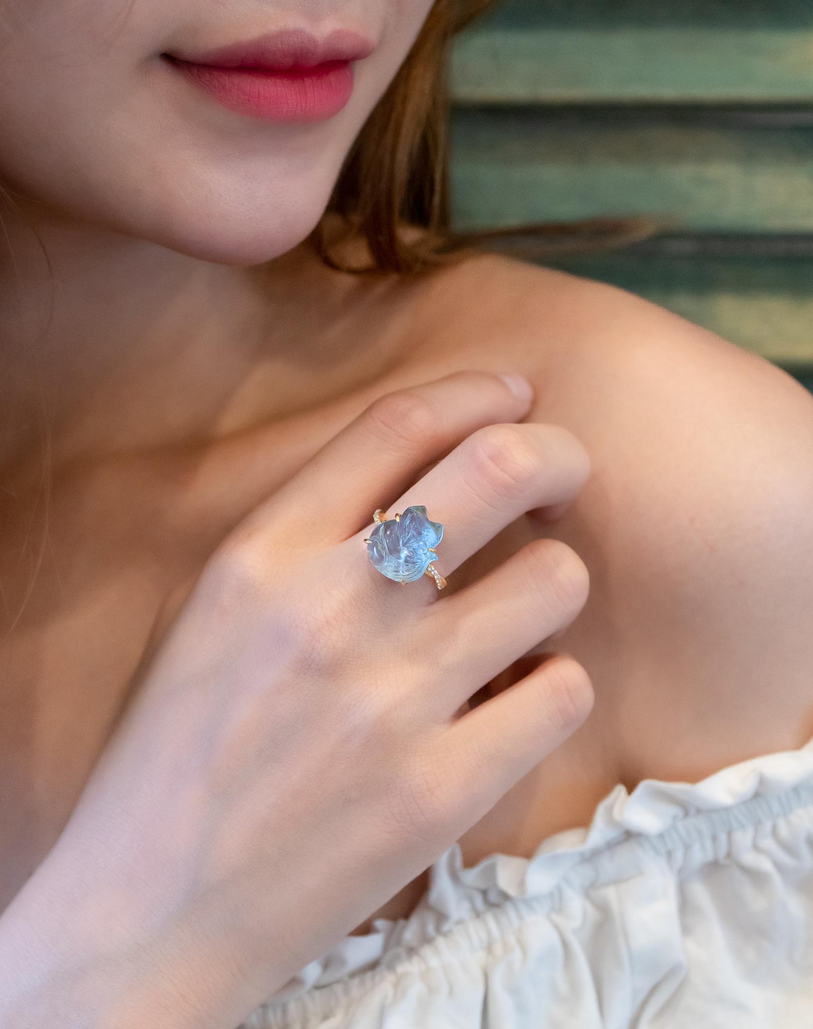 đeo nhẫn hồ ly quay ra