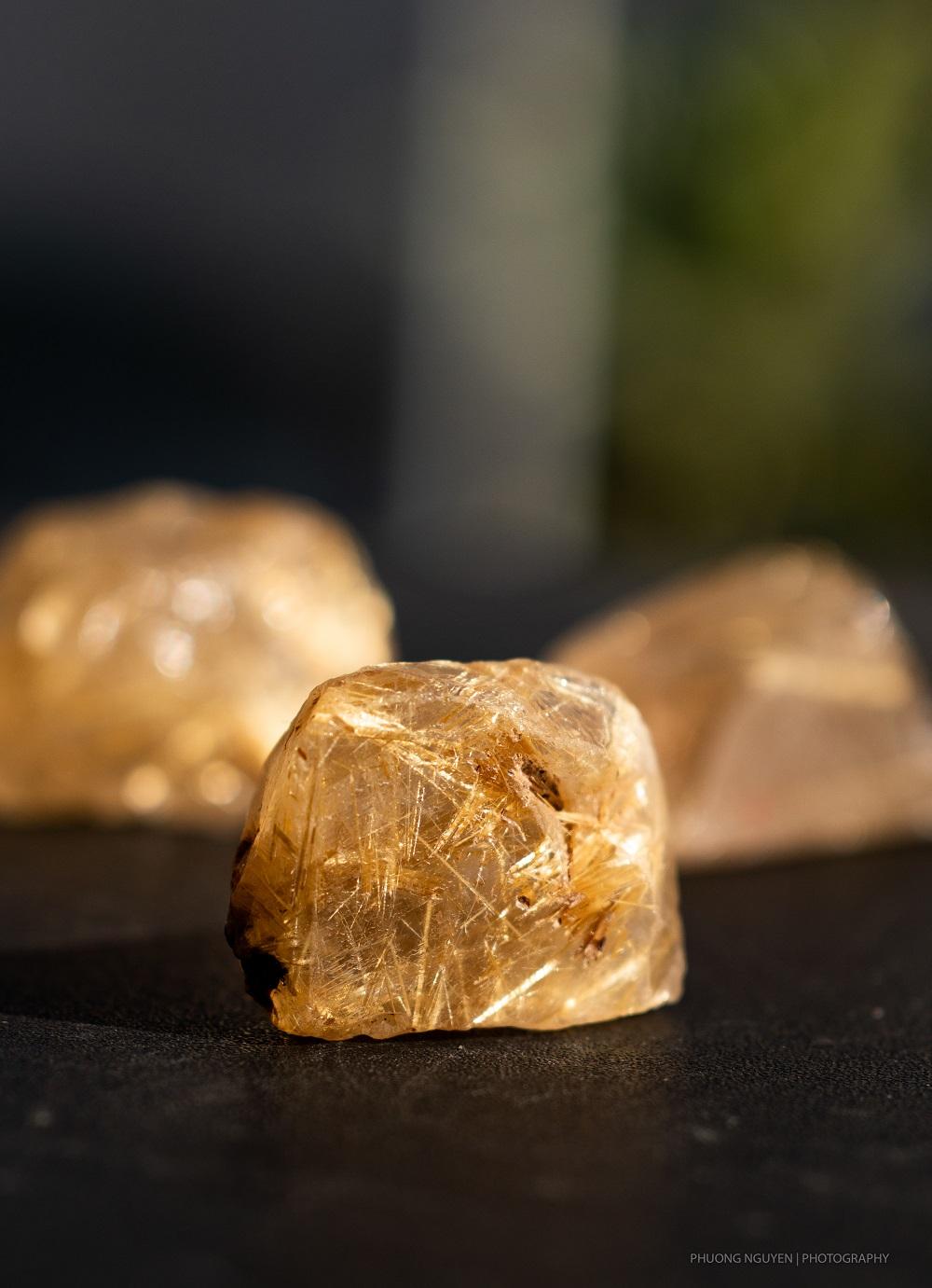 đá thạch anh tóc vàng thiên nhiên