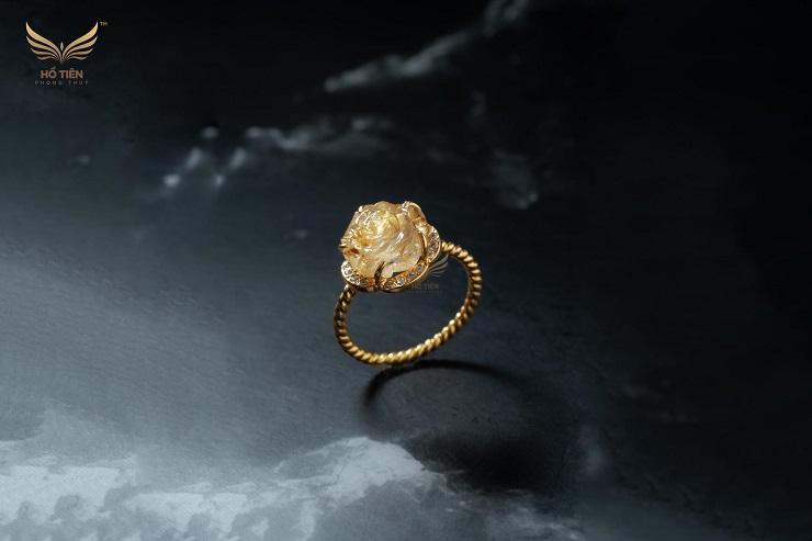 Nhẫn hoa mẫu đơn tóc vàng tài lộc